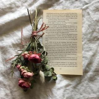 ピンクのバラとグリーンのバラのアンティークなスワッグ(ドライフラワー)