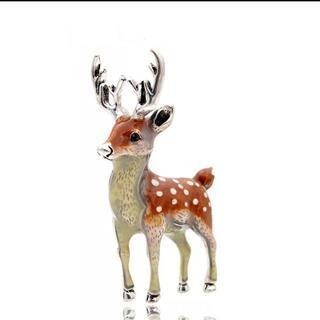 新品◆子鹿のブローチ(ブローチ/コサージュ)
