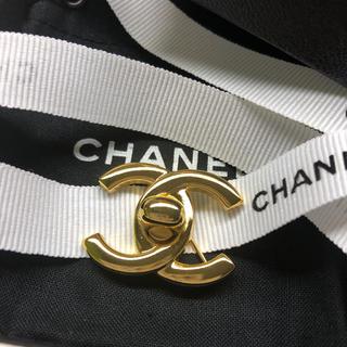 シャネル(CHANEL)の専用 美品 CHANEL★ブローチ ゴールド ターンロック  96P シャネル(ブローチ/コサージュ)