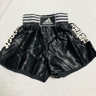 アディダス(adidas)のアディダス ムエタイパンツ  キックボクシング  黒×白  XX L(ボクシング)