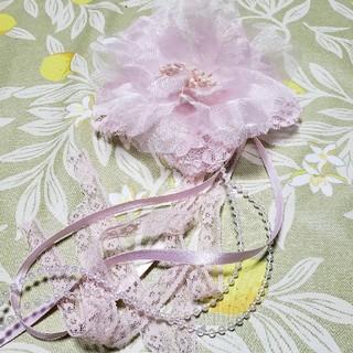 淡いピンクの花のコサージュ(ブローチ/コサージュ)