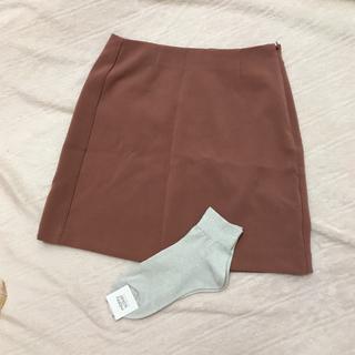 ジーユー(GU)のGU 淡いピンクのミニスカートと 靴下  シルバーラメ(ミニスカート)