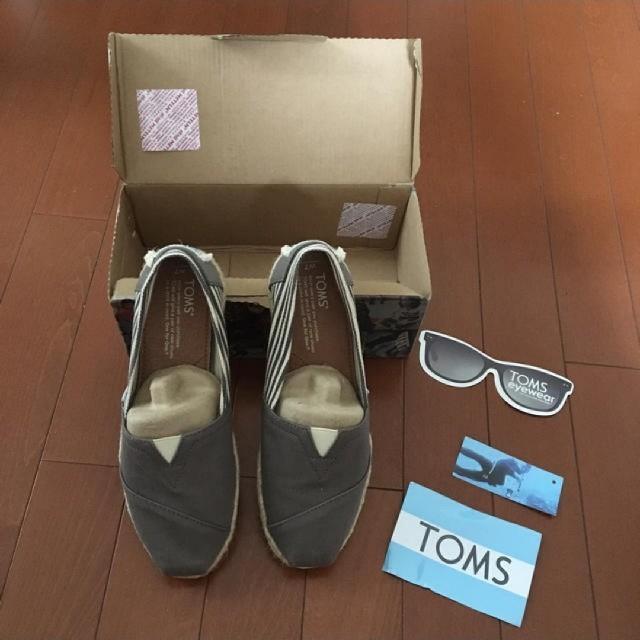 TOMS(トムズ)の新品toms23.5cm レディースの靴/シューズ(スニーカー)の商品写真