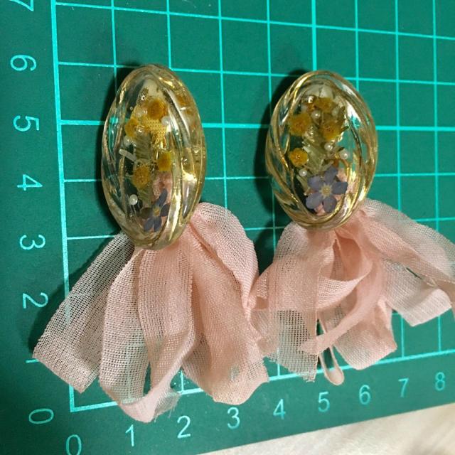 Kastane(カスタネ)のハンドメイド ミモザのドライフラワー フリフリタッセルイヤリング ハンドメイドのアクセサリー(イヤリング)の商品写真