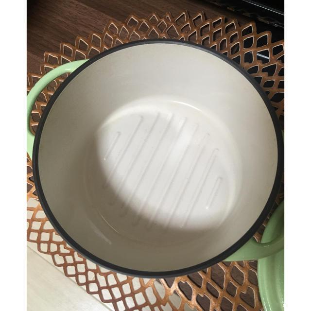 Vermicular(バーミキュラ)のバーミキュラオーブンポットラウンド18cm【パールグリーン】鍋 インテリア/住まい/日用品のキッチン/食器(鍋/フライパン)の商品写真