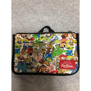 シマムラ(しまむら)の新品 しまむら トイストーリー 持ち手付きバッグインバッグ 三層 収納ポーチ(ポーチ)