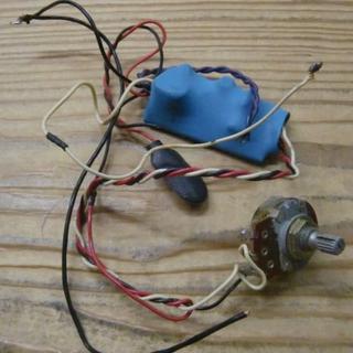 激レアMB-2 ギターに組み込みが可能な内蔵型ミッドブースト(パーツ)