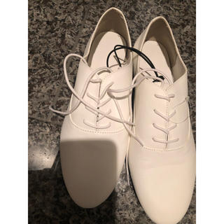 ジーユー(GU)の新品未使用 GU 靴 ホワイト♡ Lサイズ 24.5(ローファー/革靴)