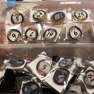 ホッカイドウニホンハムファイターズ(北海道日本ハムファイターズ)の北海道日本ハムファイターズ ファンクラブ限定ピンバッジ2017 約70個(記念品/関連グッズ)