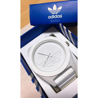 アディダス(adidas)のadidas時計(白)(腕時計(アナログ))