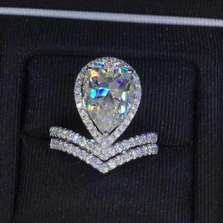 【newデザイン】輝く ペアシェイプ  モアサナイト  ダイヤモンド リング(リング(指輪))