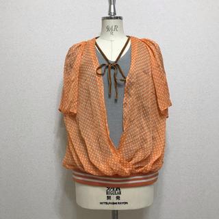 アッシュペーフランス(H.P.FRANCE)の水玉オレンジ柄 トップス(カットソー(半袖/袖なし))