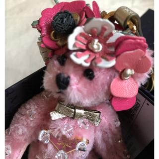 プラダ(PRADA)の【ひま様専用】PRADA ピンクのくまちゃん♡フラワー♡キーホルダー(キーホルダー/ストラップ)