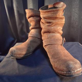 イサムカタヤマバックラッシュ(ISAMUKATAYAMA BACKLASH)の【¥77,000+TAX】バックラッシュステアスウェードレザー牛脂仕上げブーツ (ブーツ)
