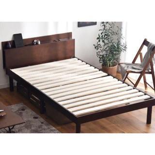 送料無料! 新品 コンセント付き・高さ調整可能 シングルベッド(シングルベッド)