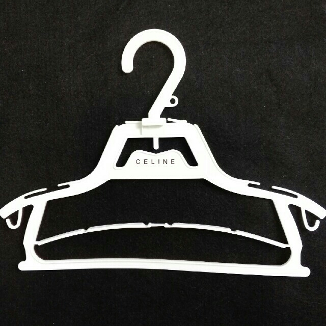 celine(セリーヌ)のセリーヌCELINE ベビー ハンガー 4本セット キッズ/ベビー/マタニティのキッズ/ベビー/マタニティ その他(その他)の商品写真