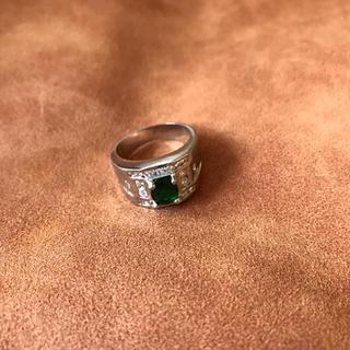 リング 指輪 シルバー色 銀色 エメラルド色装飾(リング(指輪))