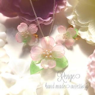 ありがとうを込めて母の日ギフト ハナミズキのネックレスとピアスのセット(ネックレス)