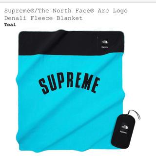 シュプリーム(Supreme)のTNF Arc Logo Denali Fleece Blanket(毛布)
