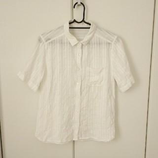 ジーユー(GU)のGU 半袖シャツ ホワイト ストライプ(シャツ/ブラウス(半袖/袖なし))