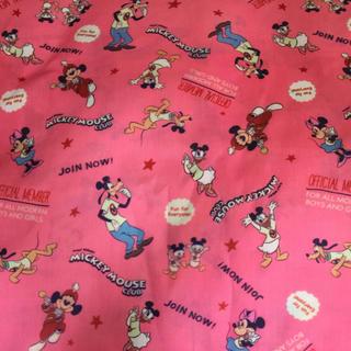 ディズニー(Disney)のクラブミッキー  パレード柄ピンクカラー生地(生地/糸)