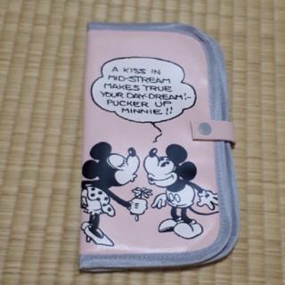 ディズニー(Disney)の【新品未使用】ミッキーミニー マルチポーチ(母子手帳ケース)