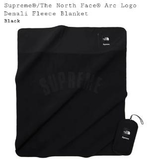 シュプリーム(Supreme)のArc Logo Denali Fleece Blanket Black(毛布)