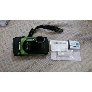 オリンパス(OLYMPUS)の令和記念 中古美品 オリンパスTG-870本体 緑 充電ケーブル 充電池2個(コンパクトデジタルカメラ)