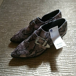 ジーユー(GU)の新品☆パイソン柄シューズ(ローファー/革靴)