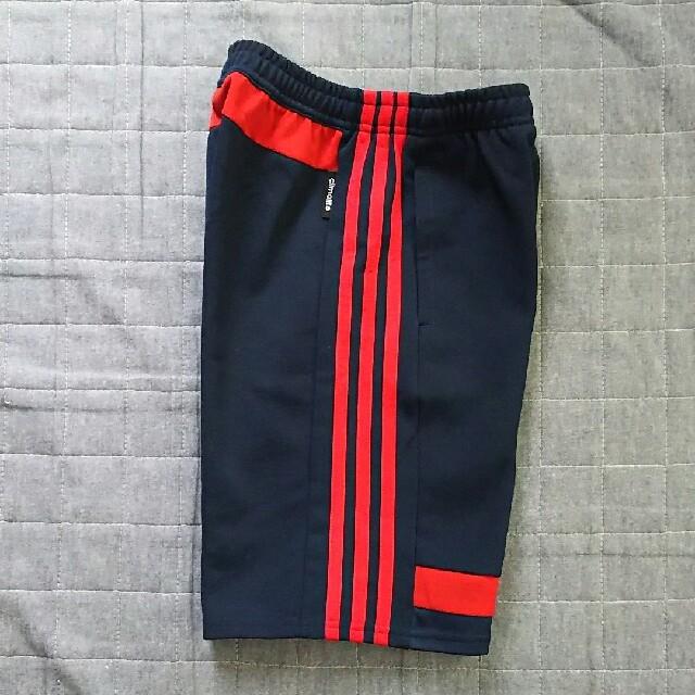 adidas(アディダス)の《お値下げ中》adidas☆ハーフパンツ☆130 キッズ/ベビー/マタニティのキッズ服 男の子用(90cm~)(パンツ/スパッツ)の商品写真