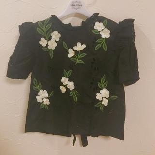 ザラ(ZARA)のZARA お花刺繍 コットン ブラウス(シャツ/ブラウス(半袖/袖なし))