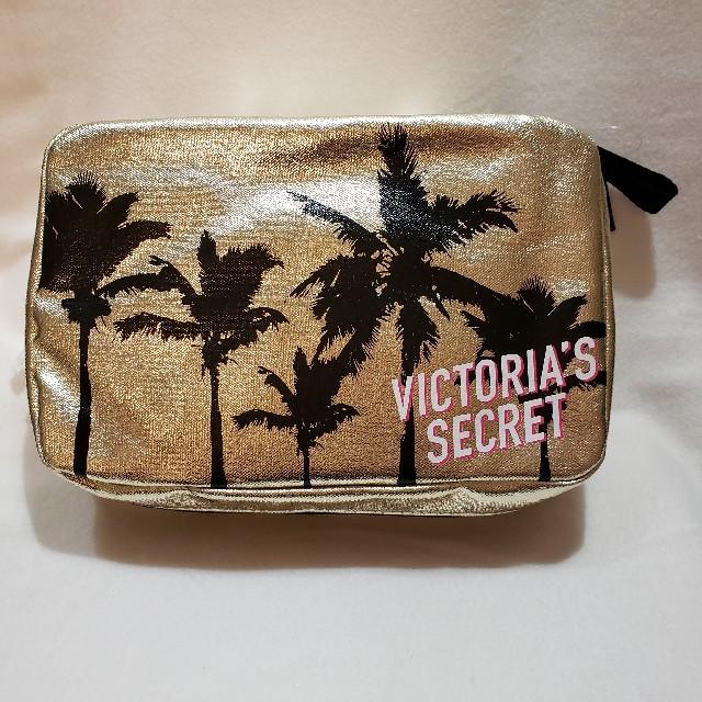 Victoria's Secret(ヴィクトリアズシークレット)のヴィクトリアシークレット☆パーム柄トラベルケースクラッチ☆ゴールド新品 レディースのファッション小物(ポーチ)の商品写真