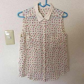 ジーユー(GU)のSALE‼︎GU ♥ フルーツ柄シャツ(シャツ/ブラウス(半袖/袖なし))