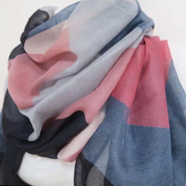 ZARA(ザラ)の《送料込》ストール 差し色 マルチカラー 春色 インポート UV対策 レディースのファッション小物(ストール/パシュミナ)の商品写真