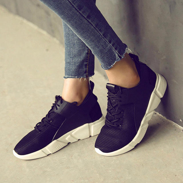 スニーカー レディース スポーツシューズ 通気性 ランニングシューズ履きやすい靴 メンズの靴/シューズ(スニーカー)の商品写真