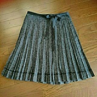 ハニーズ(HONEYS)のプリーツスカート   ブラックリボン付(ひざ丈スカート)
