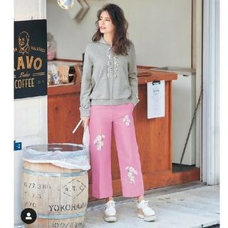 チェスティ(Chesty)のchesty チェスティ 刺繍 パンツ ピンク  0(クロップドパンツ)