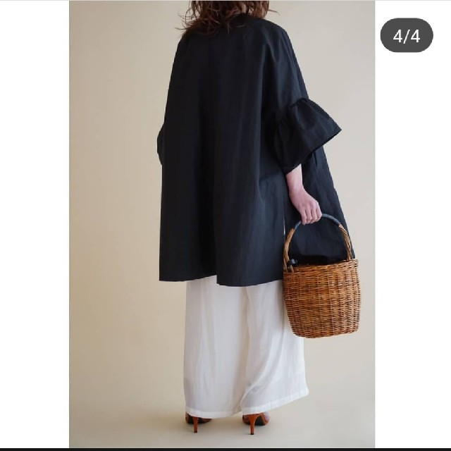 Drawer(ドゥロワー)のit-japan ラッフルスリーブコート 黒 レディースのジャケット/アウター(トレンチコート)の商品写真