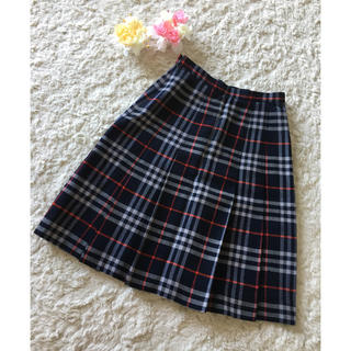 バーバリー(BURBERRY)のシンプルデザインが素敵♪バーバリープリーツスカート(ひざ丈スカート)