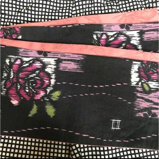浴衣用の半幅帯 黒地に薔薇/スモーキーピンクのサテン地色無地(浴衣帯)