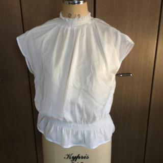 ジーユー(GU)の新品タグ付✴︎GUフリルネックブラウス(シャツ/ブラウス(半袖/袖なし))