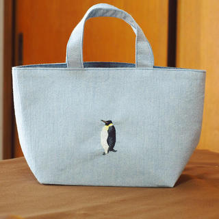 【受注製作】皇帝ペンギンの刺繍トート(お弁当箱サイズ)(バッグ)