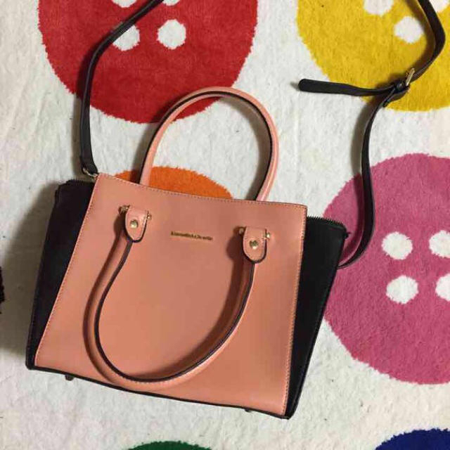 Samantha Thavasa(サマンサタバサ)のサーモンピンク レディースのバッグ(ハンドバッグ)の商品写真