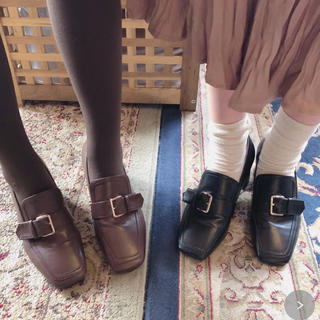 カスタネ(Kastane)の新品未使用 Rili tokyo ヒールベルトローファー ブラック 22.5(ローファー/革靴)