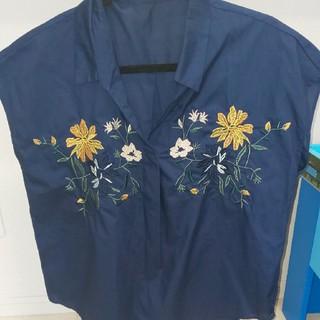 シマムラ(しまむら)のしまむら トップス 花 刺繍(カットソー(半袖/袖なし))