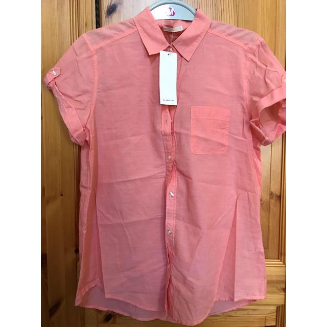 GU(ジーユー)の【新品タグ付き】GU ロールアップシャツ レディースのトップス(シャツ/ブラウス(半袖/袖なし))の商品写真