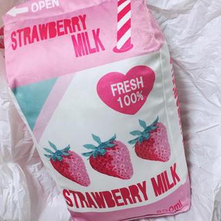 シマムラ(しまむら)のストロベリーミルク クッション しまむら(クッション)
