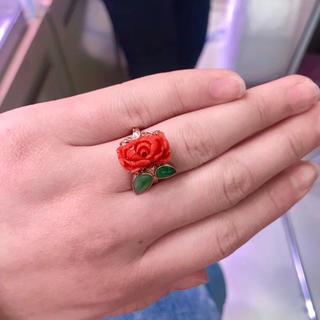 天然赤珊瑚牡丹彫刻 翡翠葉っぱ (リング(指輪))