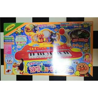 アンパンマン(アンパンマン)の新品 アンパンマン ピアノ キラピカ いっしょにステージ ミュージックショー(楽器のおもちゃ)