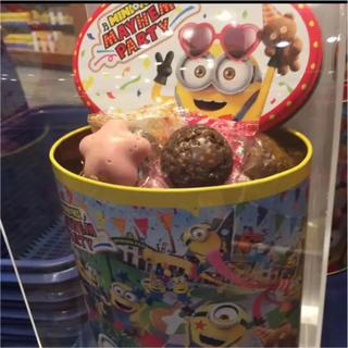 ミニオン(ミニオン)のユニバ USJ ミニオン  MAYHEM PARTY クランチチョコレート 缶(菓子/デザート)